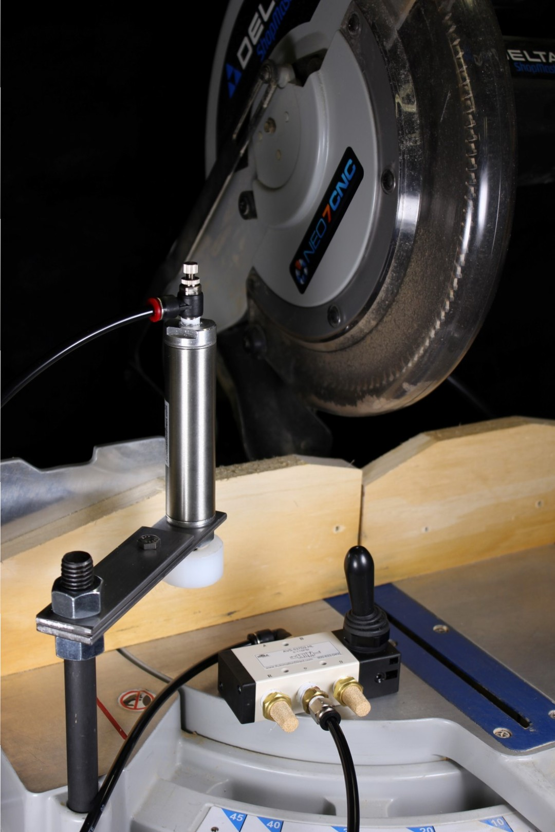 Neo7CNC - Chop Saw Clamp with Valve